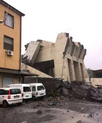 Sobe a 22 número de mortos em desabamento em Gênova