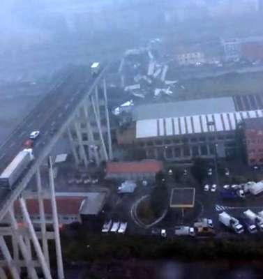 Testemunha diz ter visto raio atingir viaduto em Gênova