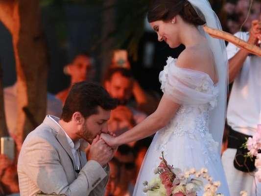 Camila Queiroz e Klebber Toledo se casam em cerimônia em Jericoacoara, no Ceará, em 25 de agosto de 2018
