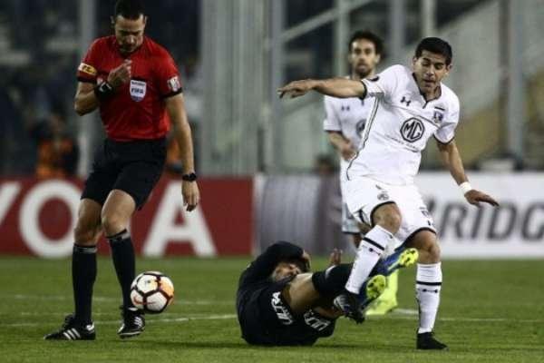 Jogo de ida das oitavas de final: Colo Colo 1 x 0 Corinthians