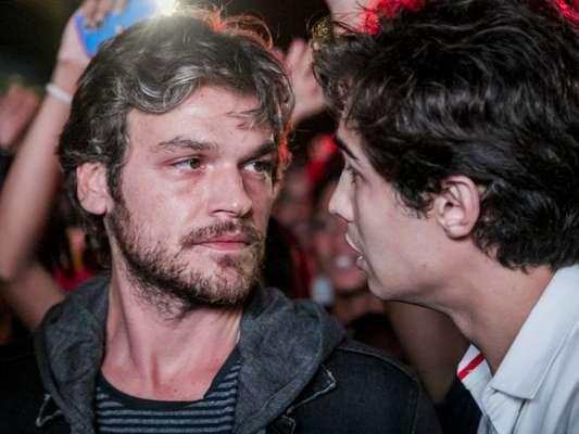 Beto Falcão (Emilio Dantas) ouve de Valentim (Danilo Mesquita) que Karola (Deborah Secco) trabalhava como prostituta no passado, na novela 'Segundo Sol'