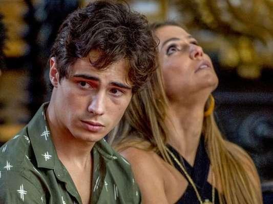 Karola (Deborah Secco) Valentim (Danilo Mesquita) Karola (Deborah Secco) nos próximos capítulos da novela 'Segundo Sol'