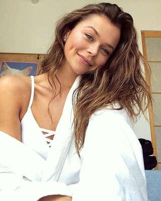 """Alannah Walton - A australiana Alannah Walton, hoje com 17 anos, foi descoberta pelo fotógrafo Mario Testino enquanto jantava com seus pais em Sidney. Uma semana depois, estava clicando seu primeiro ensaio para a Vogue. """"É honestamente minha melhor conquista e a que mais me orgulho até agora"""", descreve ela sobre sua estreia na marca de lingerie."""