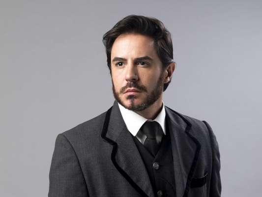 Virgílio (Giordano Bechelini) ajuda Xavier (Ricardo Tozzi) a fugir durante transferência de cadeia nos últimos capítulos da novela 'Orgulho e Paixão'