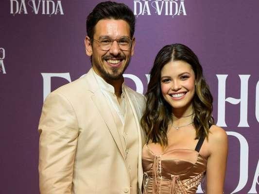 Vitória Strada e João Vicente negaram que estão vivendo um romance nos bastidores da novela 'Espelho da Vida'