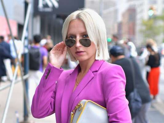 Chanel é tendência! O corte apareceu platinado no street da Semana de Moda de Nova York, em setembro de 2018