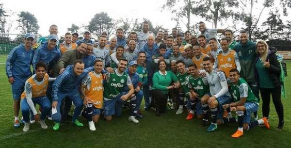 Nickollas visita a Academia de Futebol