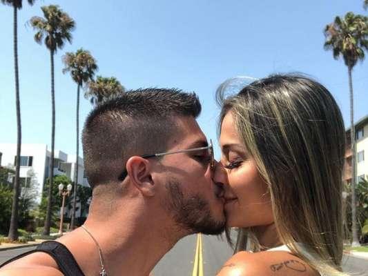 Aos 9 meses, Mayra Cardi mantém sexo na gravidez: 'Nunca tive relação tão ativa'