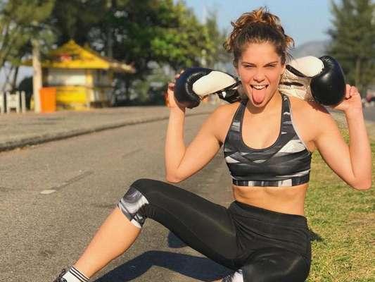 Isabella Santoni aumenta ingestão de carboidratos para ganhar músculos, como contou em vídeo nesta quarta-feira, dia 09 de outubro de 2018