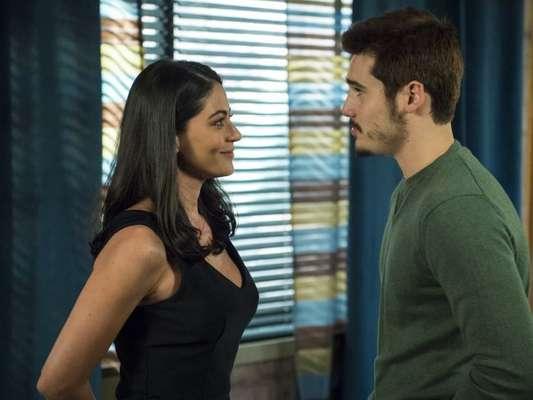 Samuca (Nicolas Prattes) termina o namoro com Waleska (Carol Castro) na novela 'O Tempo Não Para'