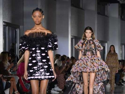 Babado é tendência para o verão 2019: camadas e mais camadas nos looks de Giambattista Valli