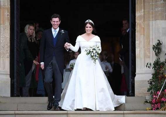 Eugenie e Jack Brooksbank deixam a capela de St. George após casamento
