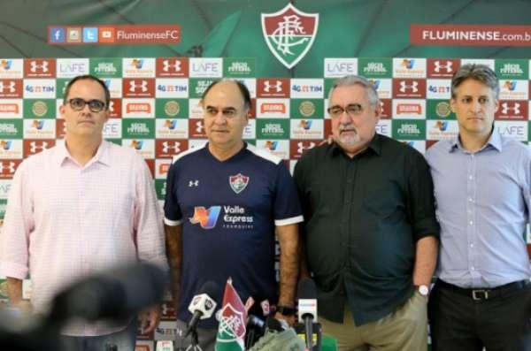 Veja imagens de Paulo Angioni pelo Fluminense