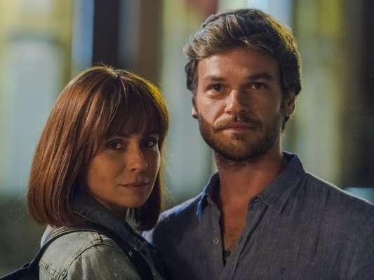 Na novela 'Segundo Sol', Beto (Emilio Dantas) visita Luzia (Giovanna Antonelli) na prisão.