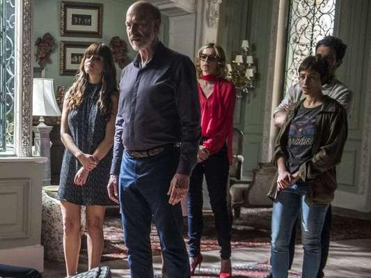 Em 'Segundo Sol', a família de Severo (Odilon Wagner) transforma a mansão em um espaço de festas para conseguir dinheiro