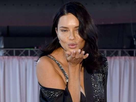 Adriana Lima se emociona em desfile da Victoria's Secret e sinaliza saída na web nesta quinta-feira, dia 08 de novembro de 2018