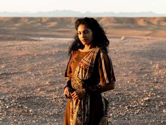Nos próximos capítulos da novela 'Jesus', Susana (Barbara Reis) dirá que só Jesus (Dudu Azevedo) pode curar Maria Madalena (Day Mesquita) e levará a mulher até ele