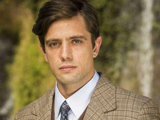 Cris (Vitória Strada) volta a sua vida como Júlia (Vitória Strada) e descobre que Danilo (Rafael Cardoso) é filho de Augusto (Reginaldo Faria) nos próximos capítulos da novela 'Espelho da Vida'