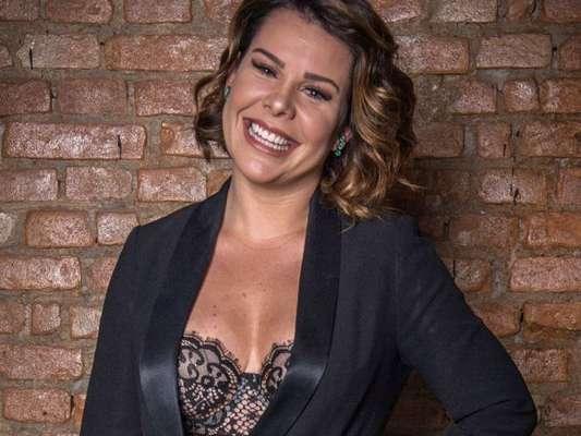 Fernanda Souza contou que fez duas cirurgias para reduzir as mamas