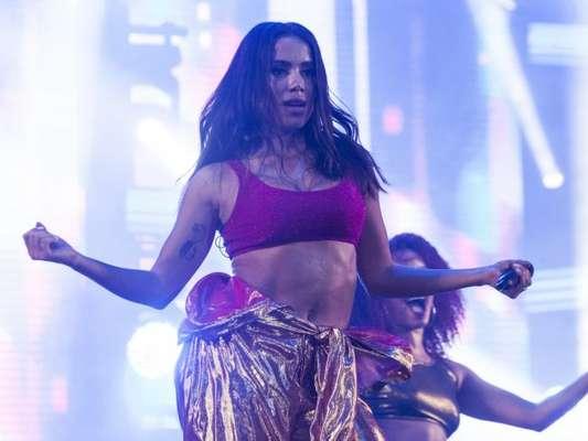 Anitta se apresentou pela primeira vez no palco do Réveillon de Copacabana, no Rio de Janeiro