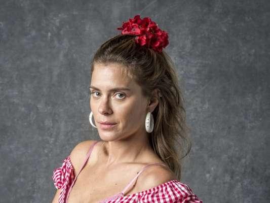 Afrodite (Carolina Dieckmann) recorre a greve de sexo após levar surra do marido, Nicolau (Marcelo Serrado) nos próximos capítulos da novela 'O Sétimo Guardião'