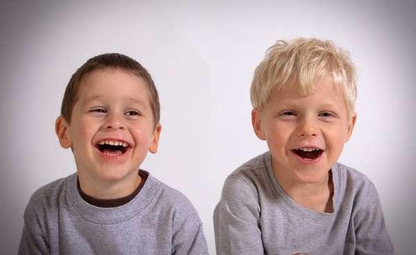 Nasceu dentinho? Logo que aparecerem os primeiros dentinhos de leite, leve seu pequeno à um odontopediatra para ser consultado e receber as recomendações de higiene inicial.