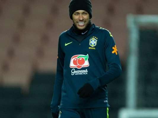 Neymar explicou por que gosta de mudar o corte de cabelo
