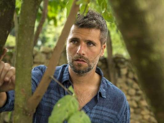 Gabriel (Bruno Gagliasso) larga Luz (Marina Ruy Barbosa) após ser alertado a respeito de maldição por León (Eduardo Moscovis) nos próximos capítulos da novela 'O Sétimo Guardião'