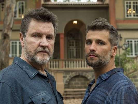 Egídio (Antonio Calloni) aparece para o filho, Gabriel (Bruno Gagliasso), em espírito assustando o rapaz nos próximos capítulos da novela 'O Sétimo Guardião'