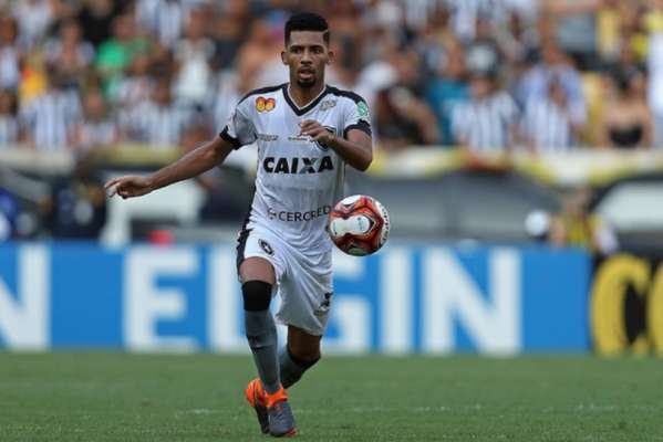 Imagens de Matheus Fernandes pelo Botafogo