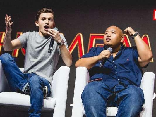 """De """"Homem-Aranha: Longe de Casa"""", Tom Holland (Peter Parker) e Jacob Batalon (Ned) supreenderam os fãs no painel da Sony na CCXP 2018"""