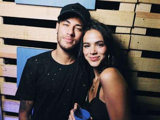 Bruna Marquezine é insultada por internauta e comparada a amigos de Neymar