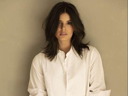 Camila Queiroz não estava acostumada a usar tanta maquiagem para uma personagem e está tendo cuidados especiais com a pele e o preparo para receber a make forte