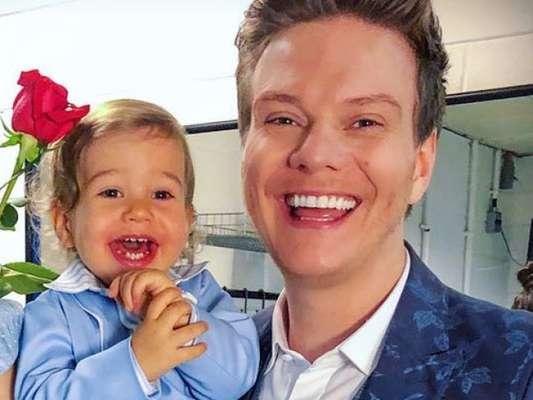Michel Teló elogia habilidade do filho, Teodoro, com sanfona, em vídeo compartilhado no Instagram Stories