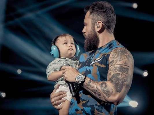 Mateus, da dupla com Jorge, postou uma foto com o filho no Instagram
