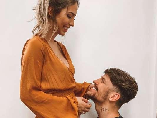 Saulo Poncio revela nome do primeiro filho com Gabi Brandt: 'Vem, Davi'