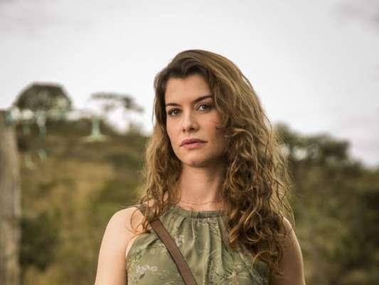 Isabel (Alinne Moraes) usa anotações de Júlia (Vitória Strada) para tentar se reaproximar de Alain (João Vicente de Castro) nos próximos capítulos da novela 'Espelho da Vida'