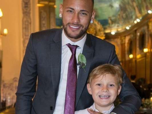 Neymar e o filho, Davi Lucca, curtiram piscina de sabão na Bahia nesta sexta-feira, 28 de dezembro de 2018