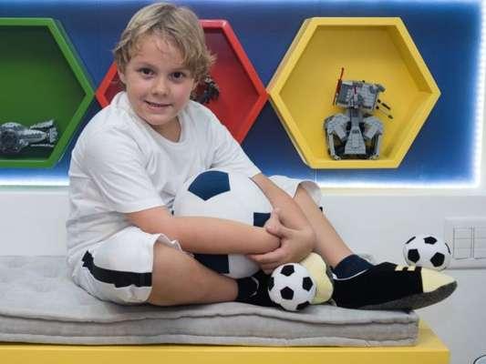 Filho de Neymar e Carol Dantas, Davi Lucca ganha quarto com tema futebol. Fotos!