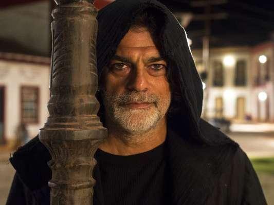 León (Eduardo Moscovis) é atropelado por Sampaio (Marcello Novaes) volta à vida com ajuda de Gabriel (Bruno Gagliasso) a partir do capítulo de terça-feira, 15 de janeiro de 2019 da novela 'O Sétimo Guardião'