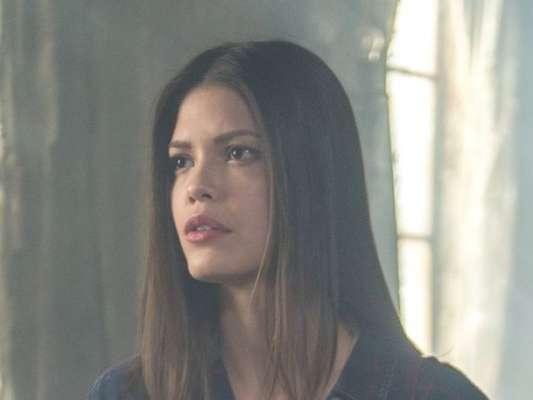 Cris (Vitória Strada) vai preocupar Margot (Irene Ravache) ao decidir ficar presa no passado nos próximos capítulos da novela 'Espelho da Vida'