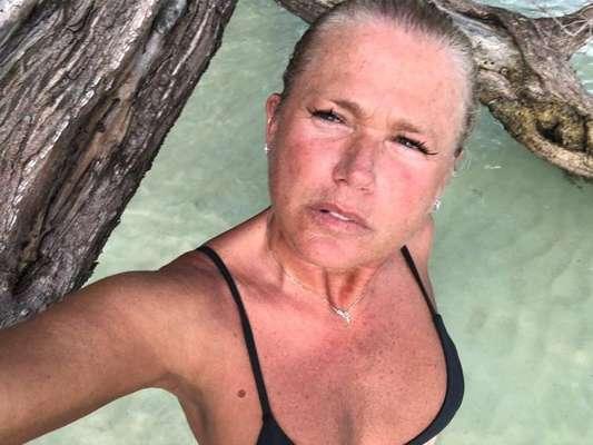 Xuxa Meneghel é elogiada por selfie sem make em viagem a Jamaica postada nesta quarta-feira, dia 09 de janeiro de 2019