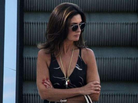Fátima Bernardes se diverte em encontro com amigos e aposta em look casual chic para ir ao shopping do Rio de Janeiro, nesta quarta-feira, 09 de janeiro de 2019