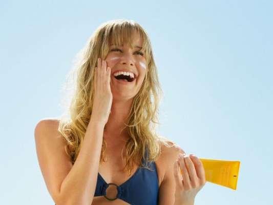 Protetor solar é item indispensável na bolsa de praia