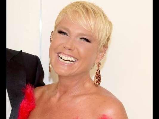 Famosas defendem Xuxa Meneghel de críticas por selfie sem maquiagem