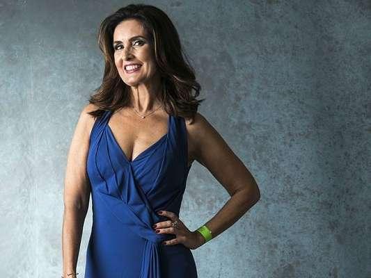 Fátima Bernardes, sem make, faz abdominal e ganha elogios em foto postada nesta sexta-feira, dia 11 de janeiro de 2019