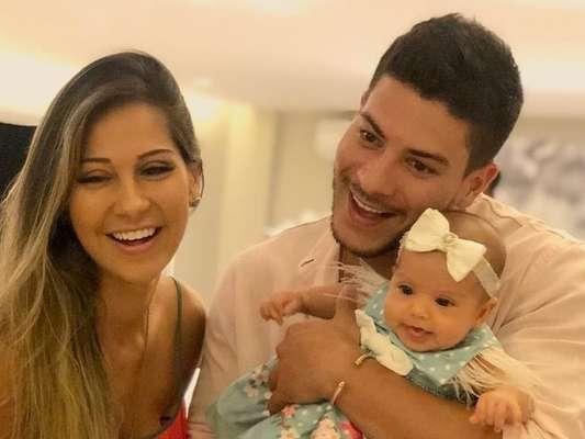 Mayra Cardi ganhou 'ajuda' de Sophia, sua filha com Arthur Aguiar na cozinha: 'Ajudante'
