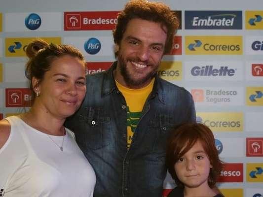 Rodrigo Lombardi comemorou 11º aniversário do filho, Rafael, e menino foi comparado à mãe, a maquiadora Betty Baumgarten: 'A cara dela!'