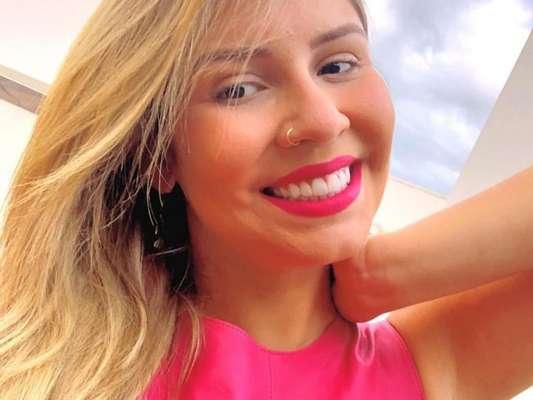 Marília Mendonça combina batom com look rosa e encanta seguidores no Instagram