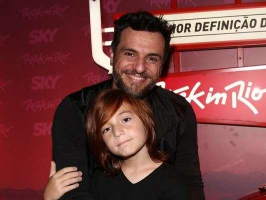 Momento de pai e filho! Rodrigo Lombardi se declara a Rafael, de 11 anos: 'Nada nesse mundo é melhor que seu abraço!'